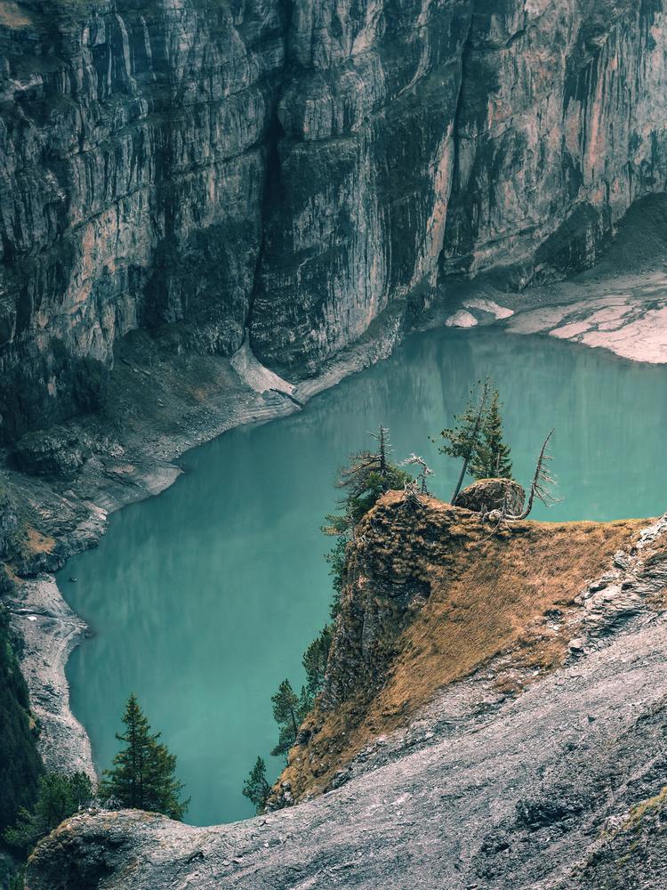 Oeschinen lake by Ezequiel Debada