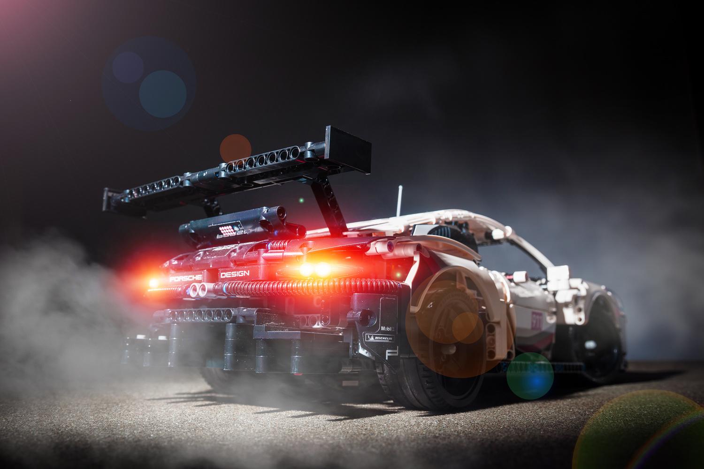 Lego Technic Porsche 911 RSR by Phil Wrighton