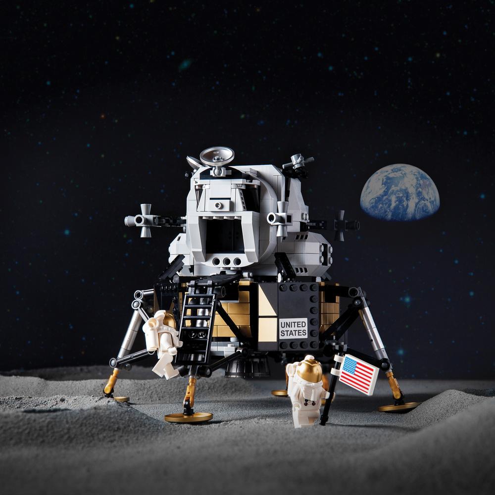 Lunar Lander by Phil Wrighton