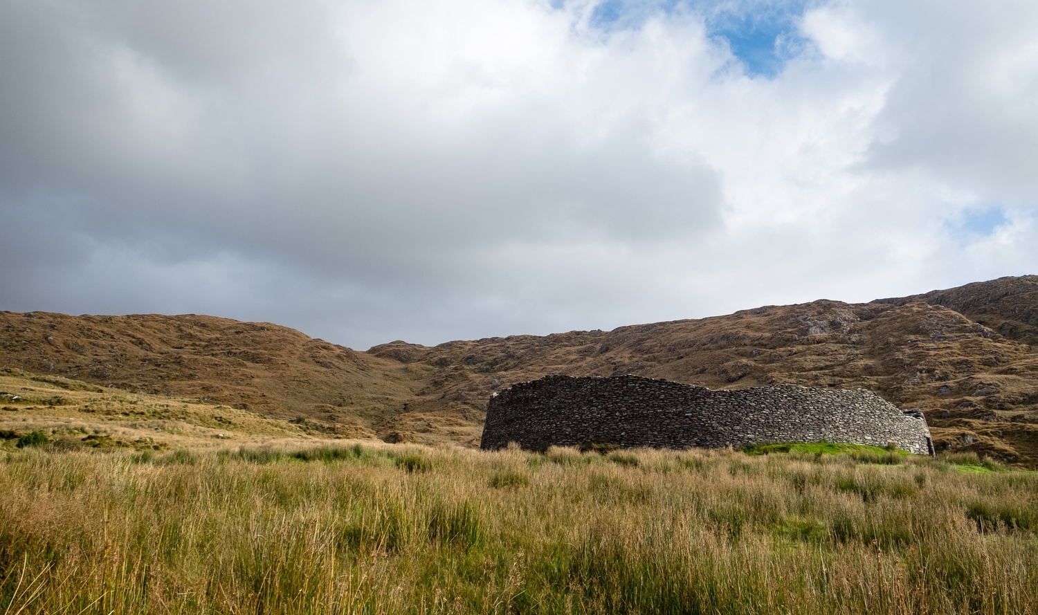 The old fort on a hill by Lee Stirling