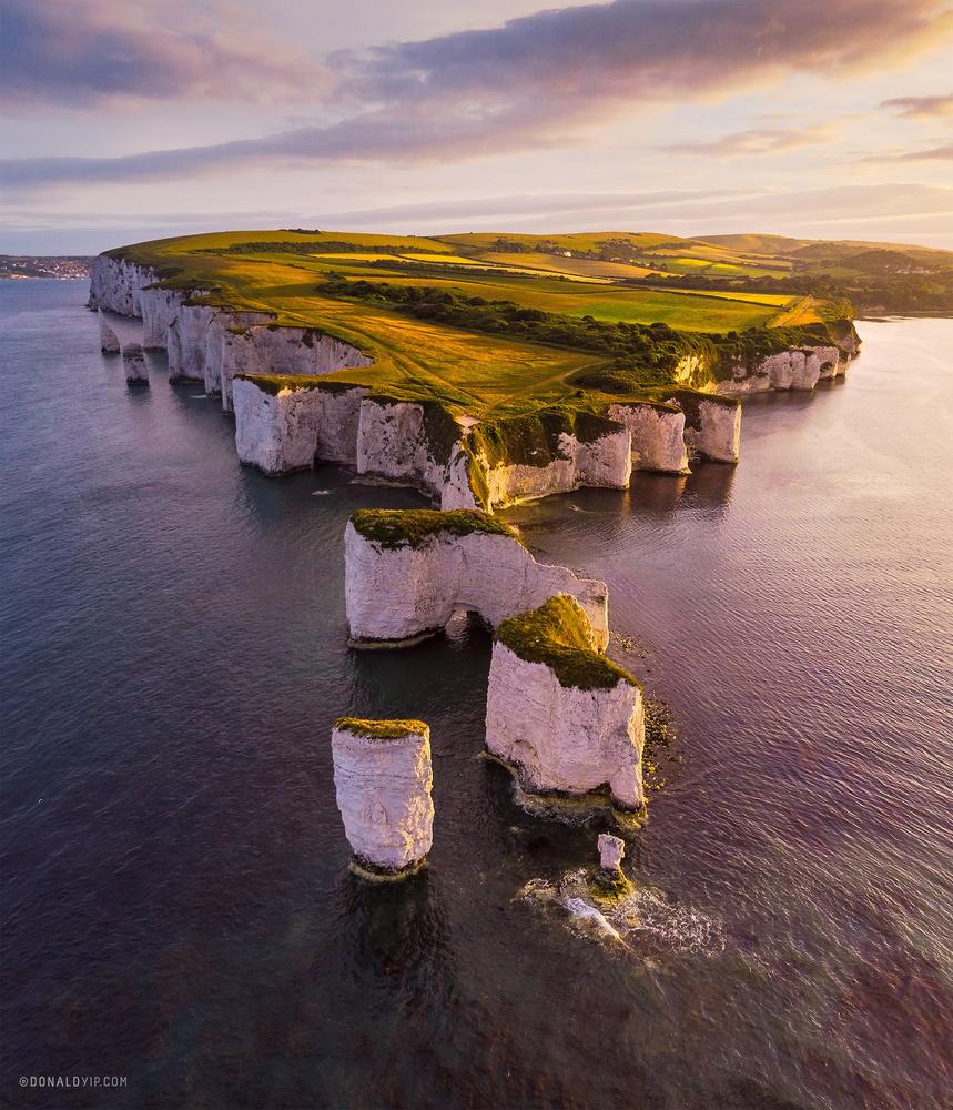 Last Light Flight - Dorset, UK by Donald Yip