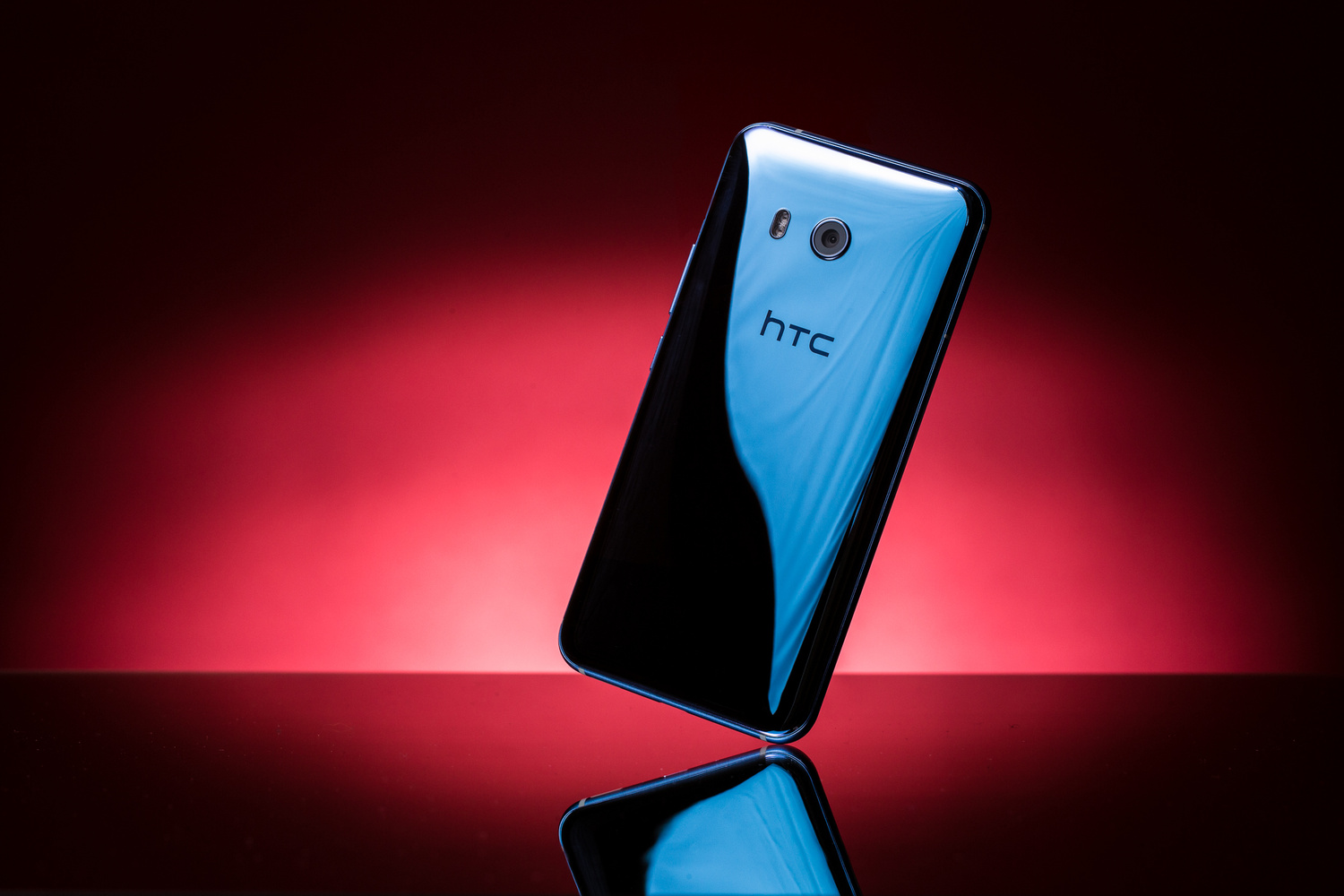 HTC U11 product photo by Andrew Hoyle
