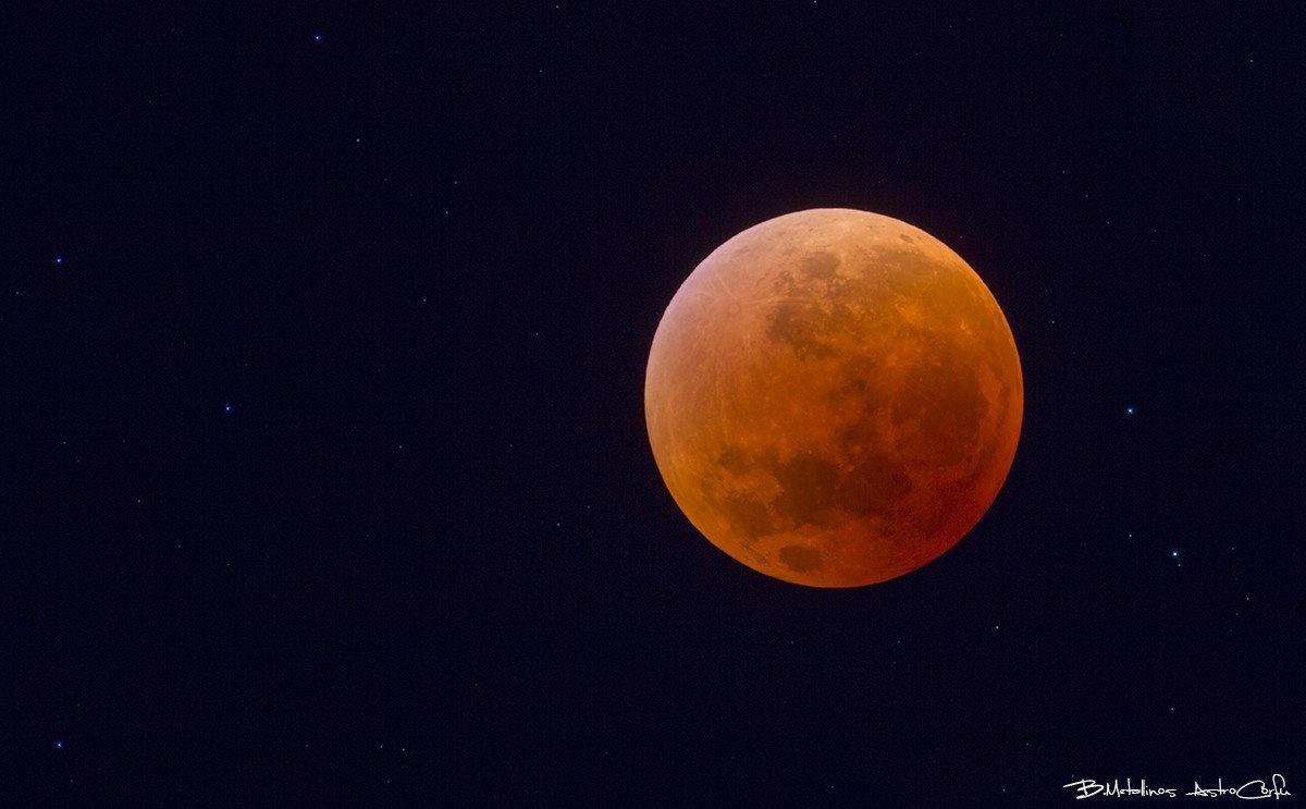 Total Lunar Eclipse by Bill Metallinos