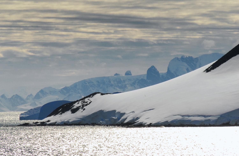 Antarctic sailing by Gabor Szarvas