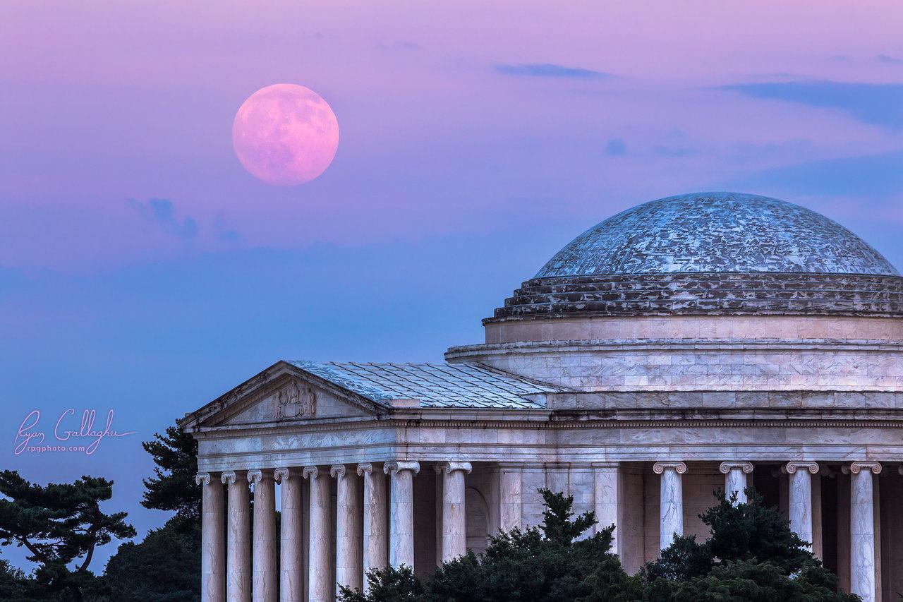 Thomas jefferson Memorial Moonrise by Ryan Gallagher