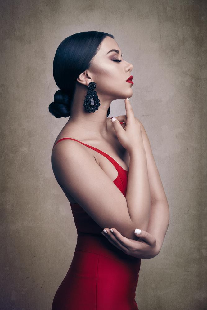 Red Beauty by ALEJANDRO HUERTA ROSARIO