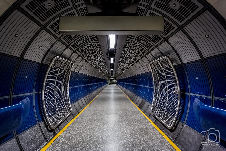 London Bridge Tube Station by Lee Pelling