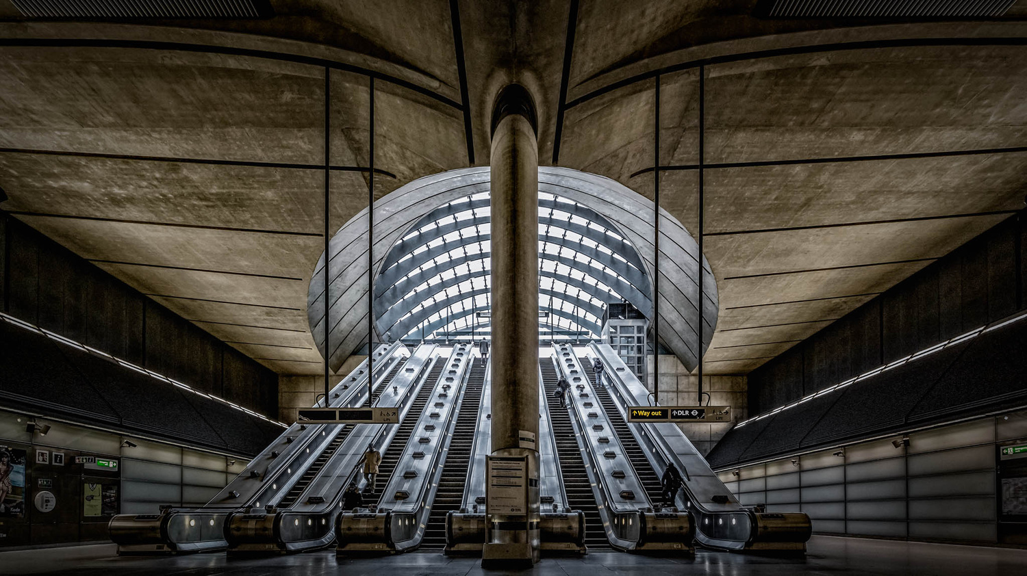 Canary Wharf by Lee Pelling