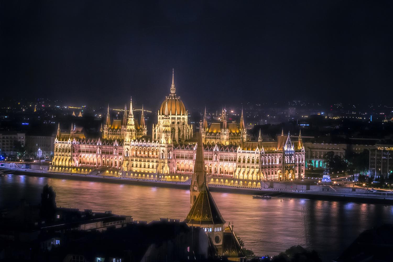 Budapest by Rafael Hoyos Weht