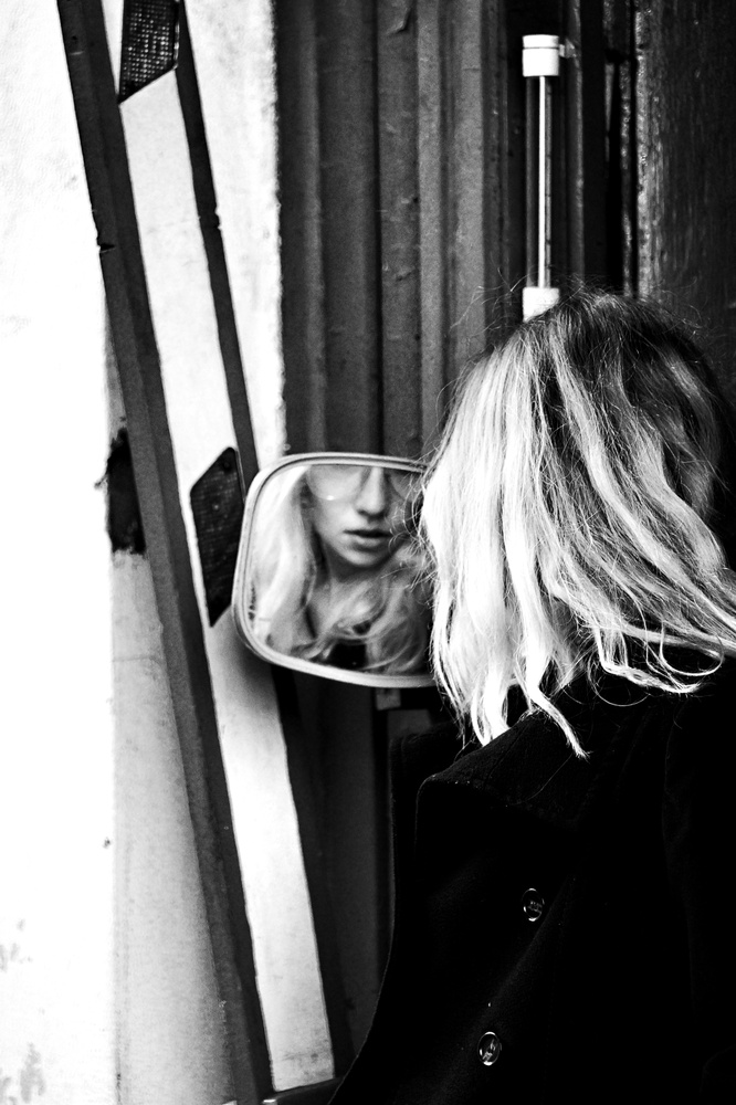 Ola Mirror by Navi Retlav