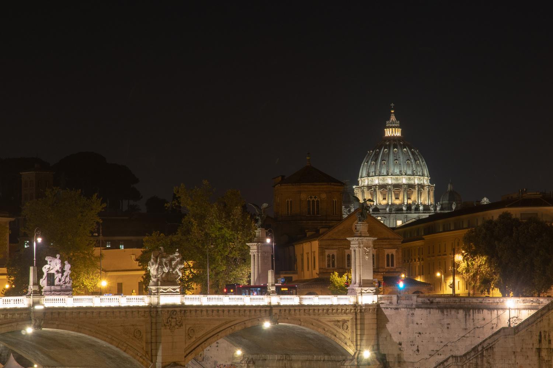 Basilica di San Pietro from Rome by Guilherme Checchia