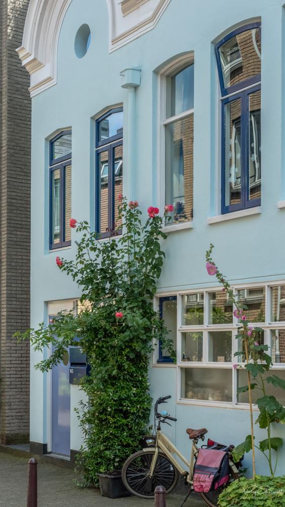 Amsterdam by Wesley Perrault