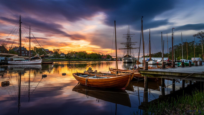 04:30 AM by the waterfront by Hans Jørgen Lindeløff