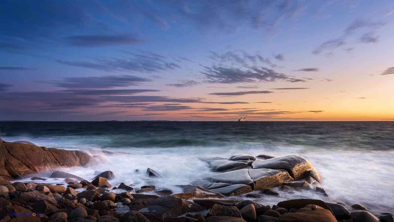 Rough seashore by Hans Jørgen Lindeløff