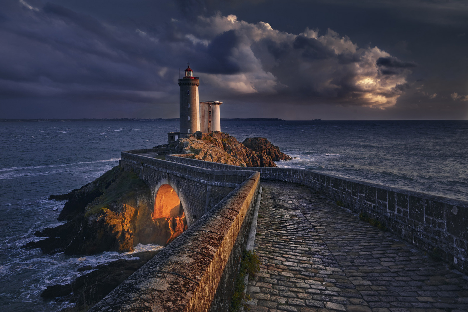 Last Light by denis lomme