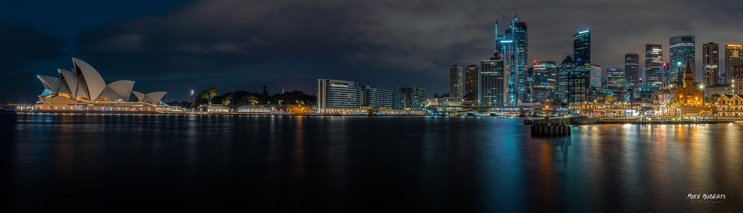 Sydney - Circular Quay by Mike Huberts