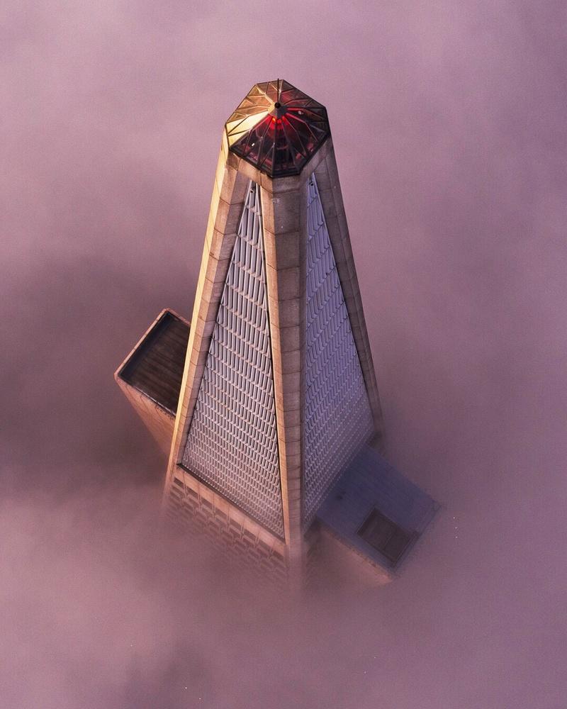 Transamerica Pyramid in the low fog by Ryan Fitzsimons