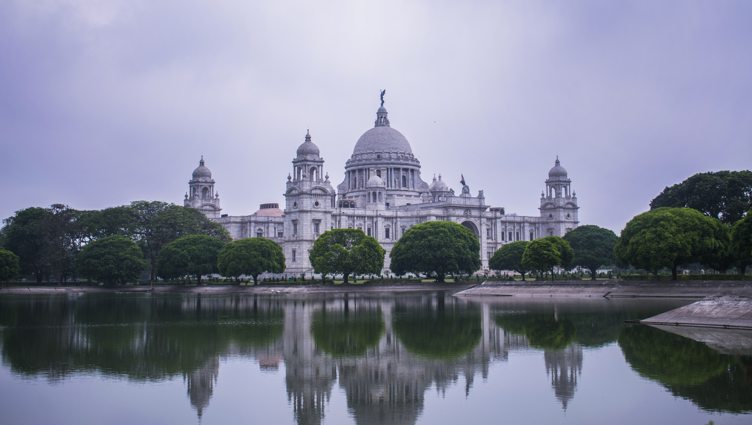 THE UNFORGOTTEN VICTORIA by Nilav Bose