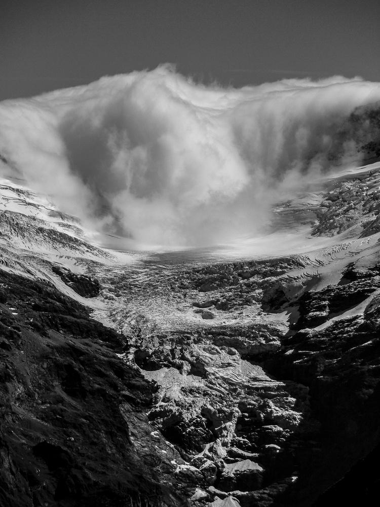 cloud avalanche by Marcin Wielgat