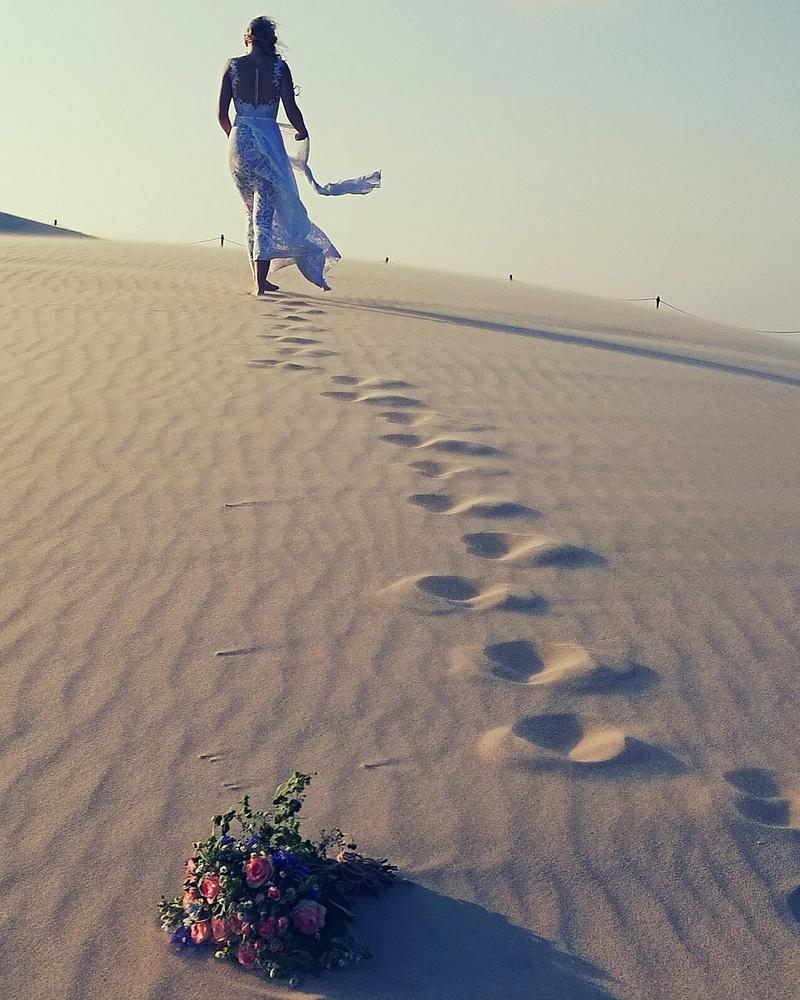 Running Bride by Marcin Wielgat