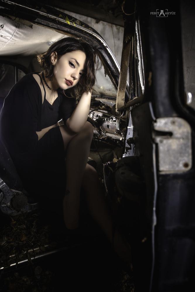 Night Pickup by Ferit Akyüz
