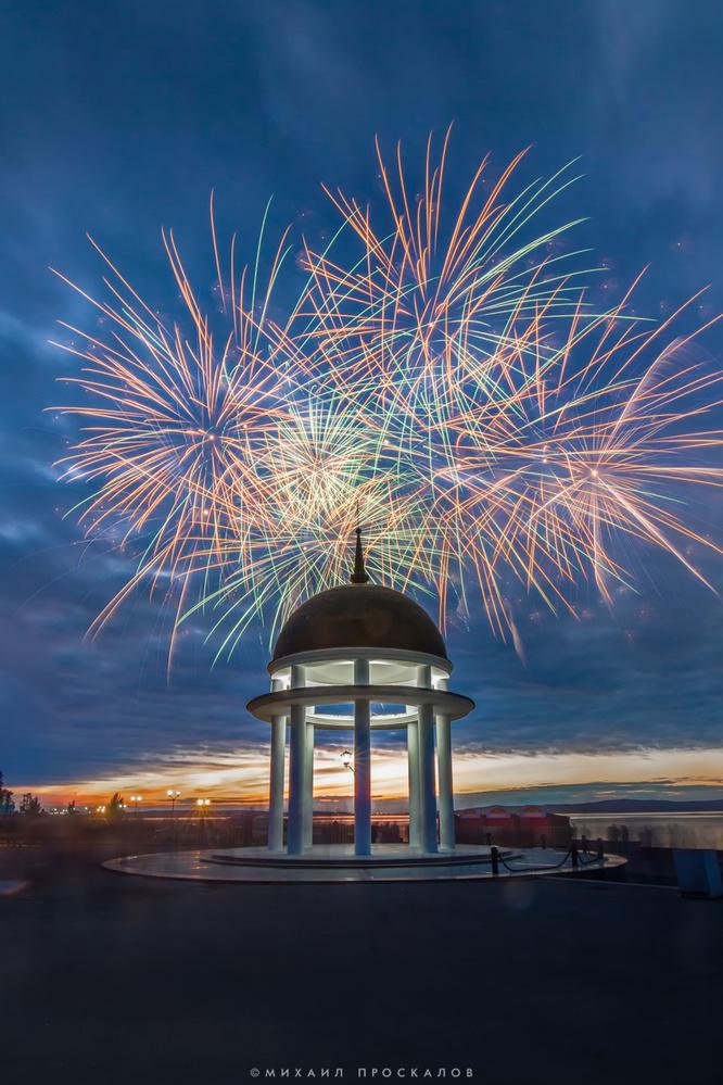 fireworks by Mikhail Proskalov