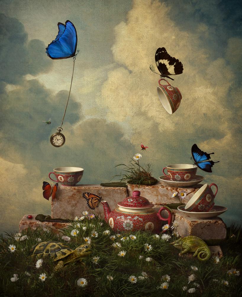 Tea in the Garden by Giulia Valente