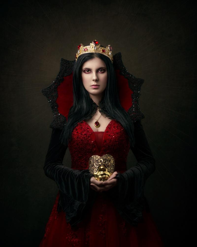 The Queen of Hearts - Nigredo by Giulia Valente