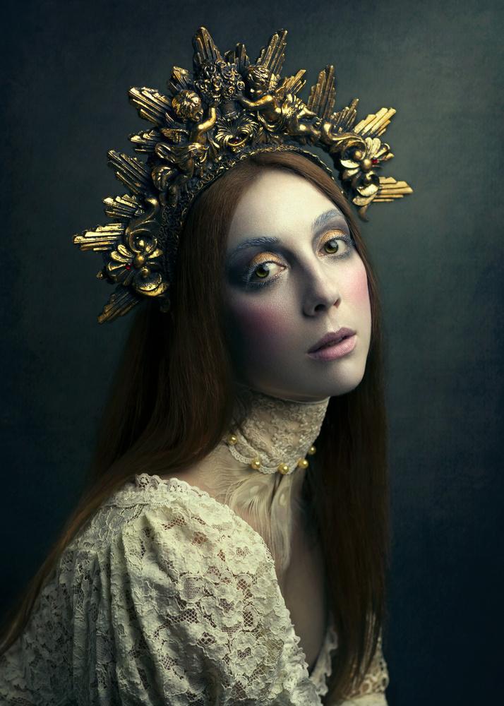 The White Queen by Giulia Valente