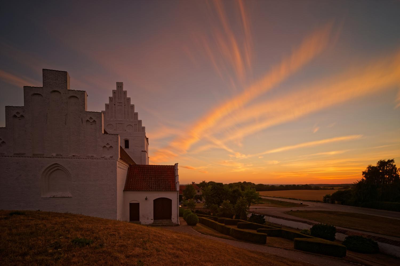 Elmelunde Kirke by Jan Grau