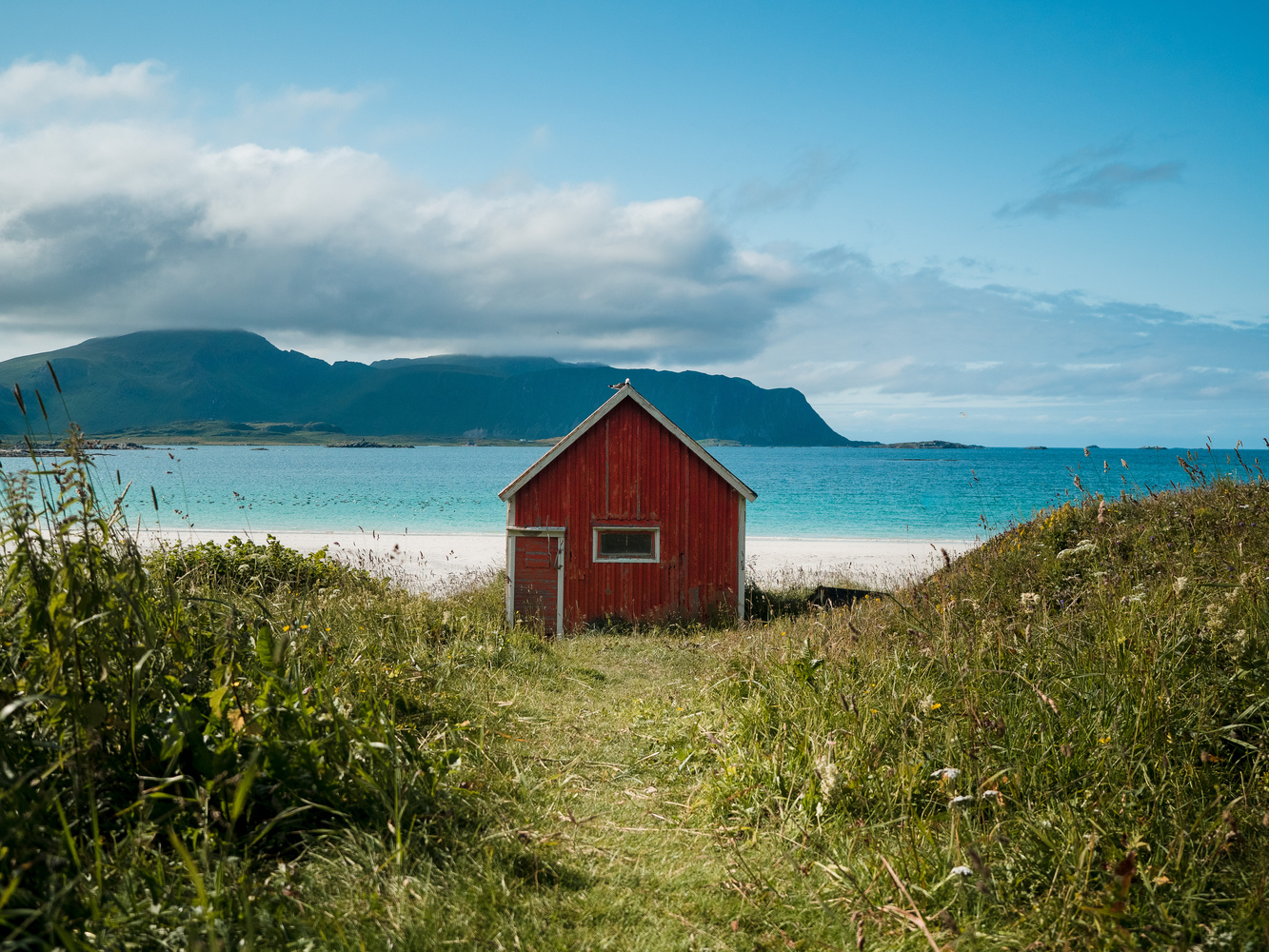 House by the sea – Lofoten by Sam Green