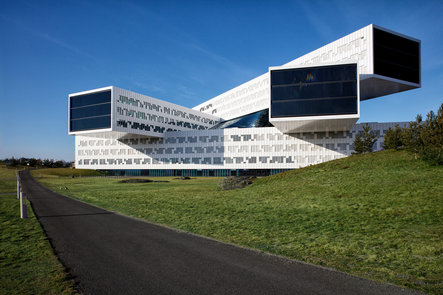 Statoil Regional Offices Building by Miguel Santos Novoa