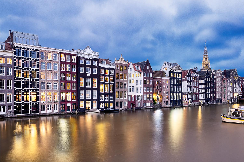 Amsterdam, Damrak by Thomas Schwinn