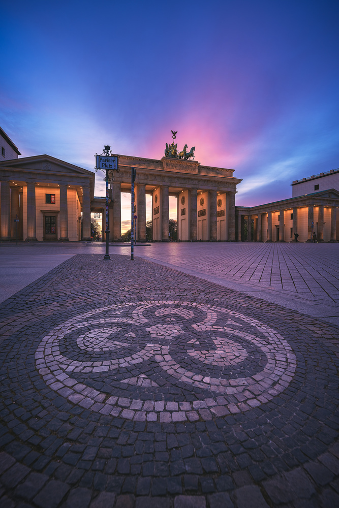 Berlin - Brandenburger Tor Sunset by Jean Claude Castor
