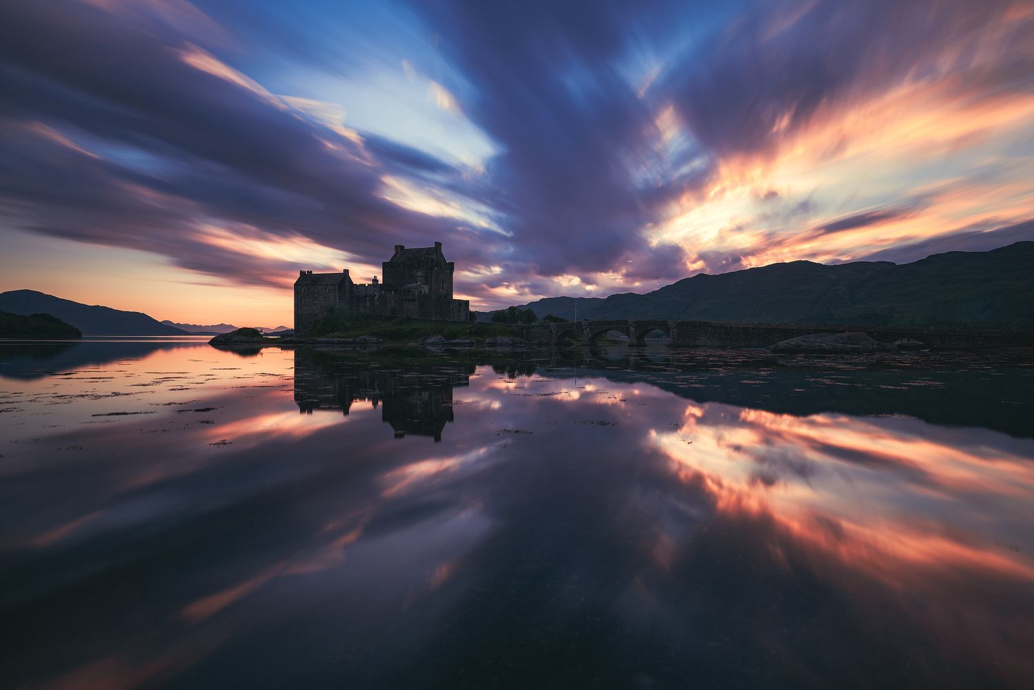 Scotland - Eilean Donan Castle by Jean Claude Castor