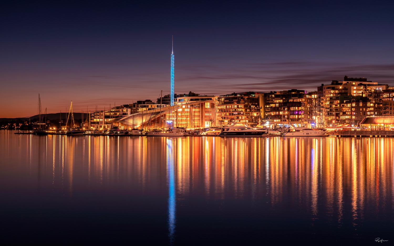 Oslo looking good at night by Roger Hølmen