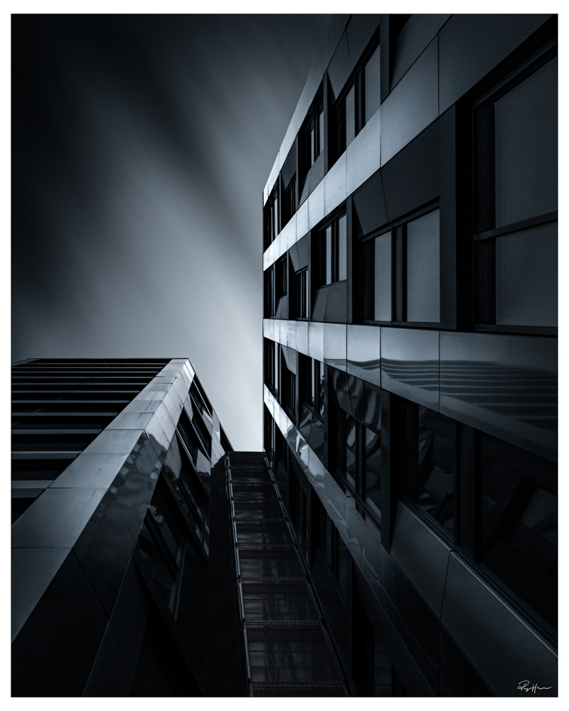 The Parallell building by Roger Hølmen