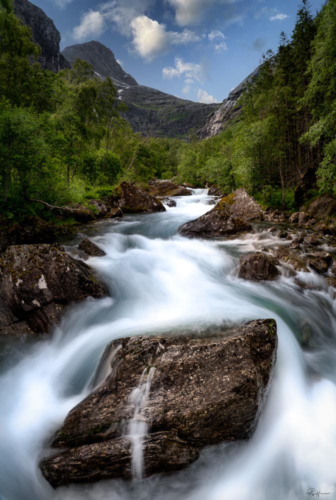 The river by Roger Hølmen