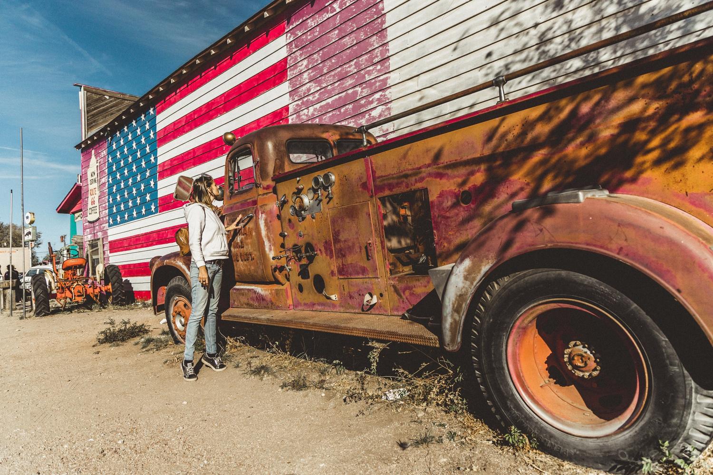 Rusty fire truck by Florian Mauduit