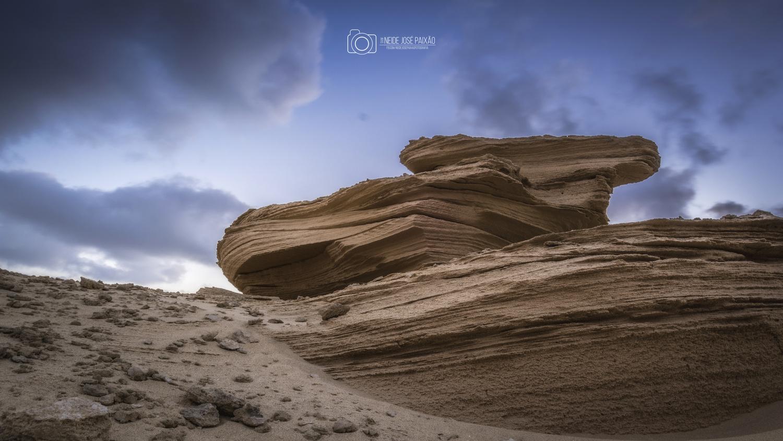 Sandy rocks by Neide Paixão