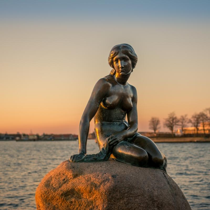 Little mermaid. 5AM dating by Armen Kirakosyan