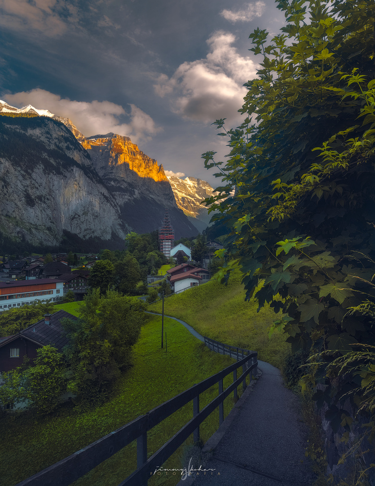 Kirche Lauterbrunnen by Jimmy Kohar
