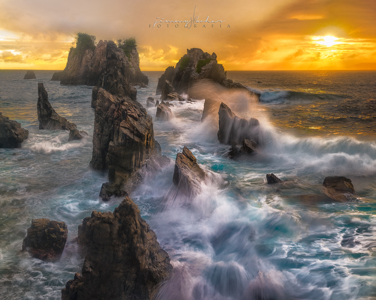 (2.5 MB) Sunset Over Turbulent Waters by Jimmy Kohar