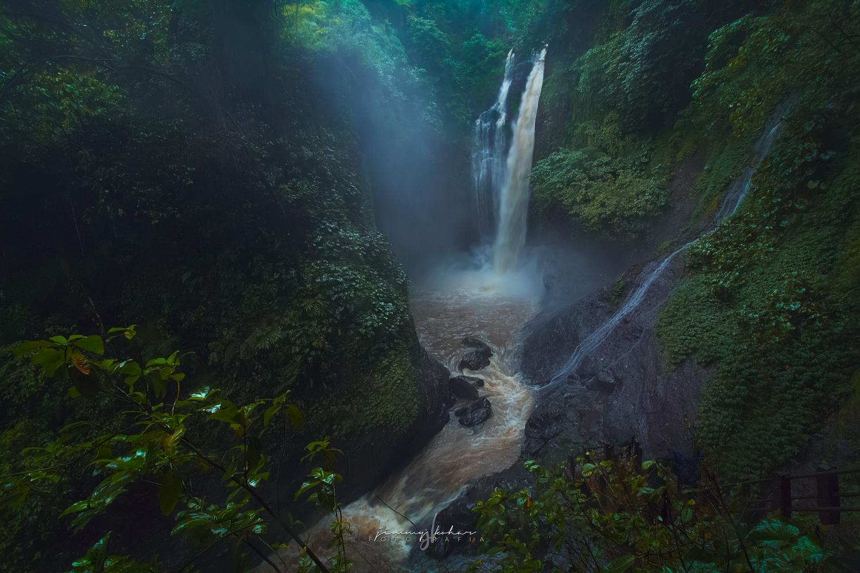 Aling-Aling Waterfall by Jimmy Kohar