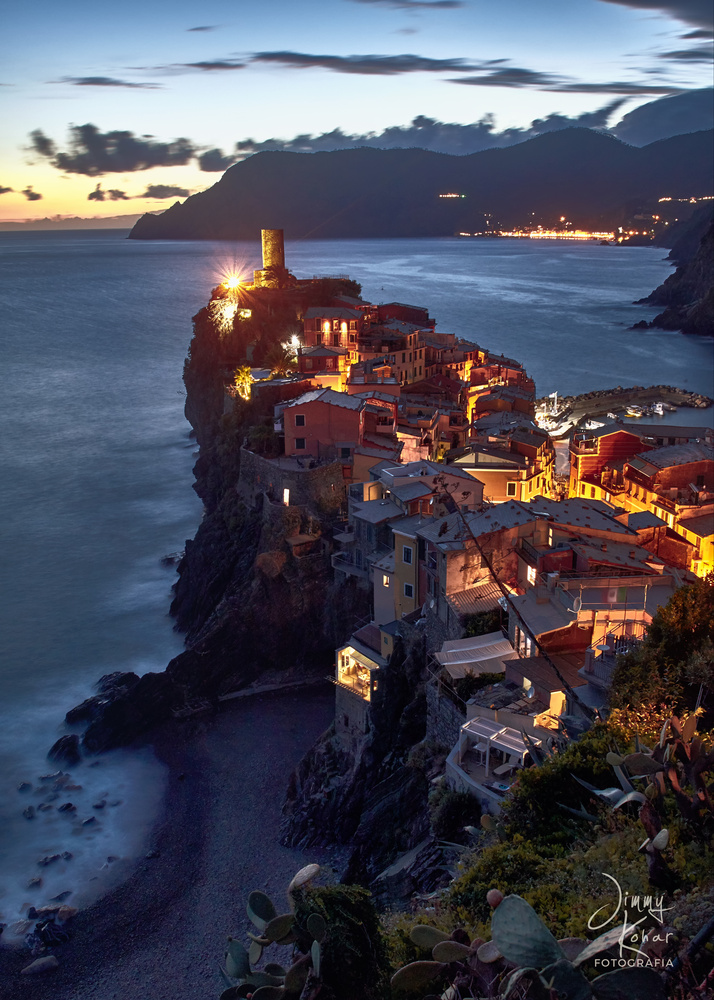 Night in Vernazza by Jimmy Kohar