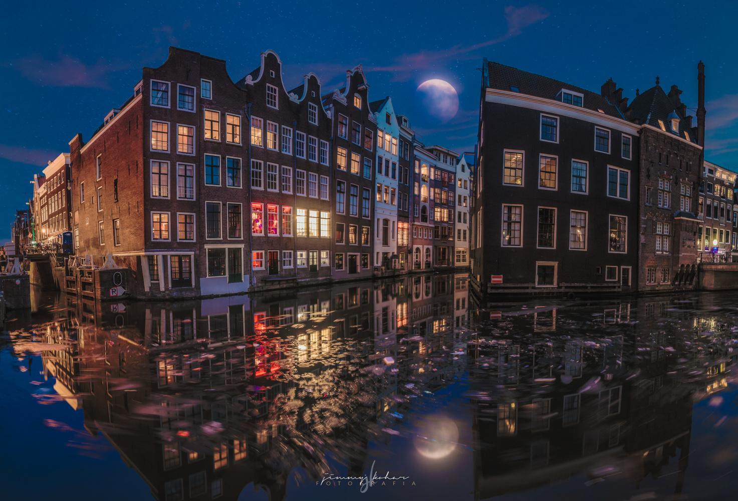 Oudezijds Voorburgwal by Jimmy Kohar