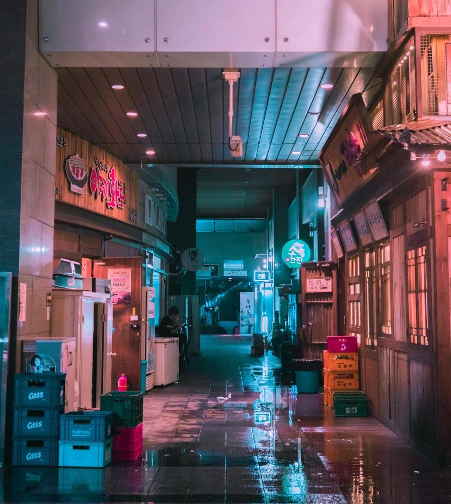 Alley Rain by Steve Roe