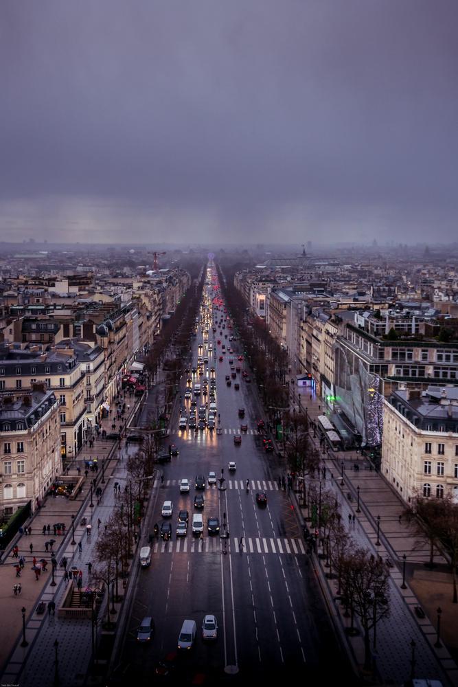 Avenue de Champs Elysees by yasir bin yousuf