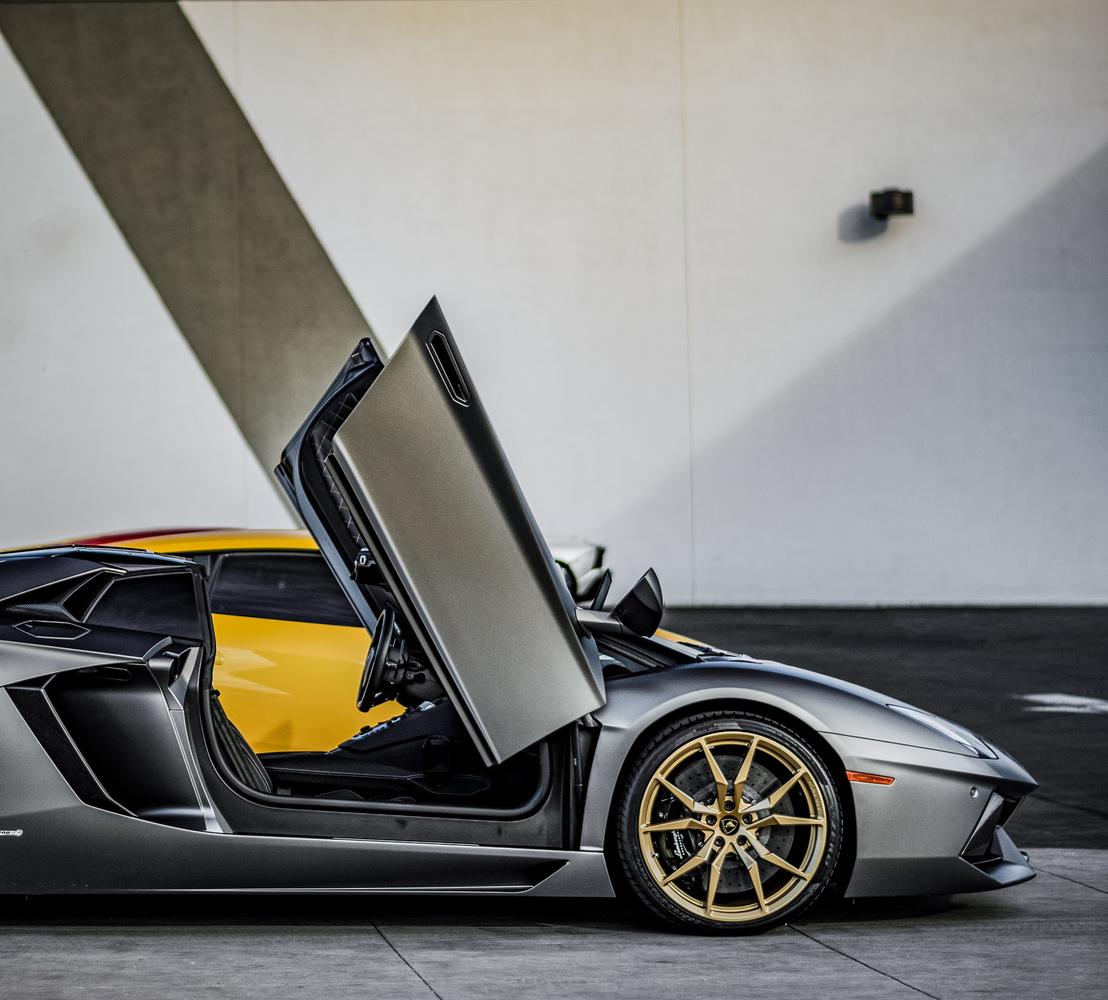Lamborghini Aventador by Travis Pinney