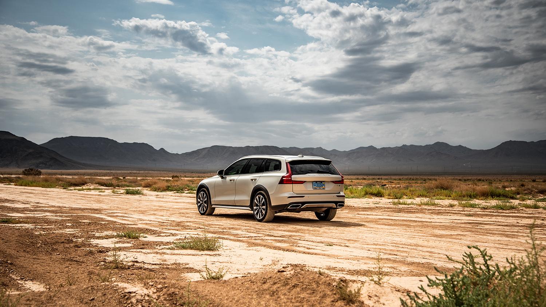 Volvo V60 by Travis Pinney